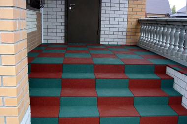 резиновая плитка для ступеней